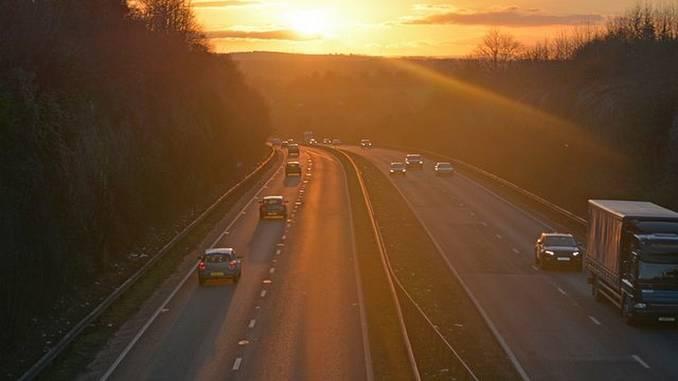 carreteras-trafico-viaje_pixabay